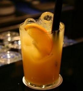 Como se llama el trago de vodka con naranja