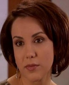 Como se llama la actriz que hace de Zeynep en Las mil y una noches