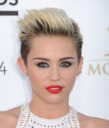 Como se llama Miley Cyrus