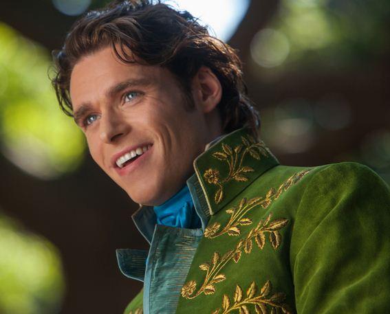 Como se llama el actor que hace de El Príncipe en la película Cenicienta 2015 Richard Madden