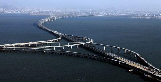Como se llama el puente sobre agua más largo del mundo actualmente