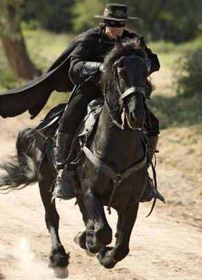 Como se llaman los caballos del Zorro Tornado