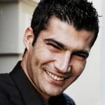 Como se llama el actor que hace de Ömer en Ezel