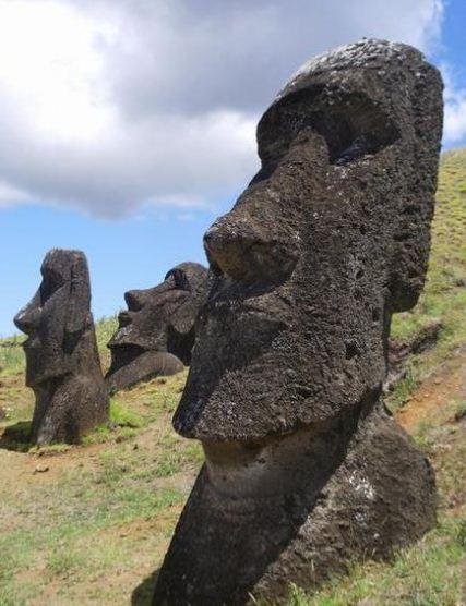 Como se llaman las estatuas de la Isla de Pascua
