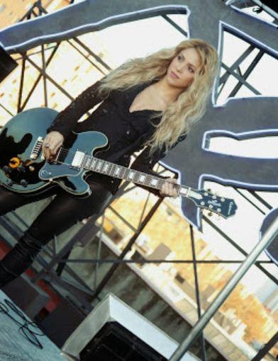 Como se llama la canción de la publicidad del perfume de Shakira Rock