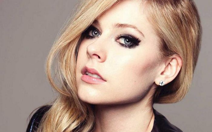 Como se llama la enfermedad que tiene Avril Lavigne