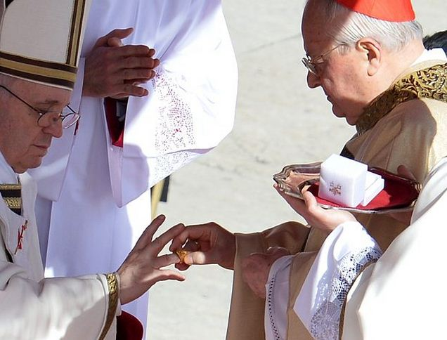 Como se llama el anillo del Papa