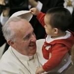 Como se llama el gorrito del Papa