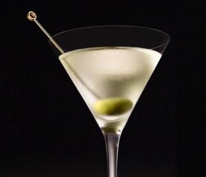 Como se llama el trago que lleva una aceituna