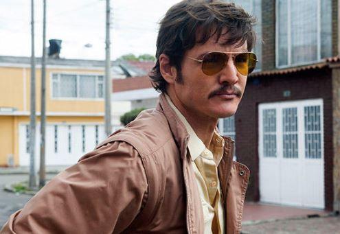 Como se llama el actor que hace de Peña en Narcos