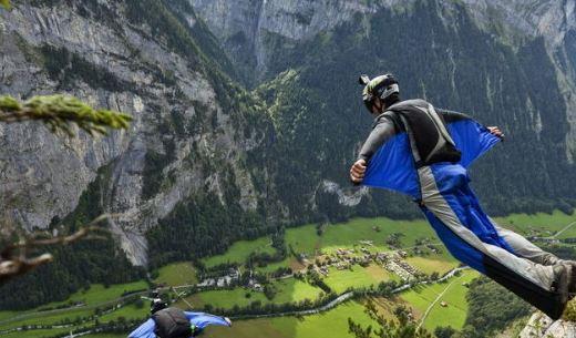 Como se llama el deporte que vuelan con un traje