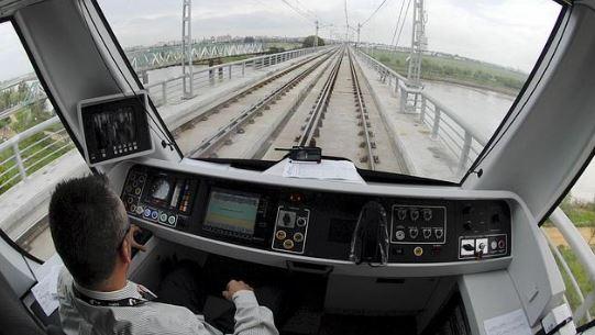 Como se llama el que maneja el tren