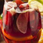 Como se llama la bebida de vino tinto con frutas