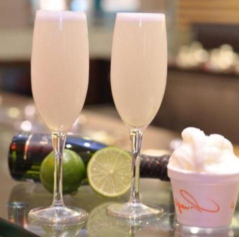 champagne y helado de limon